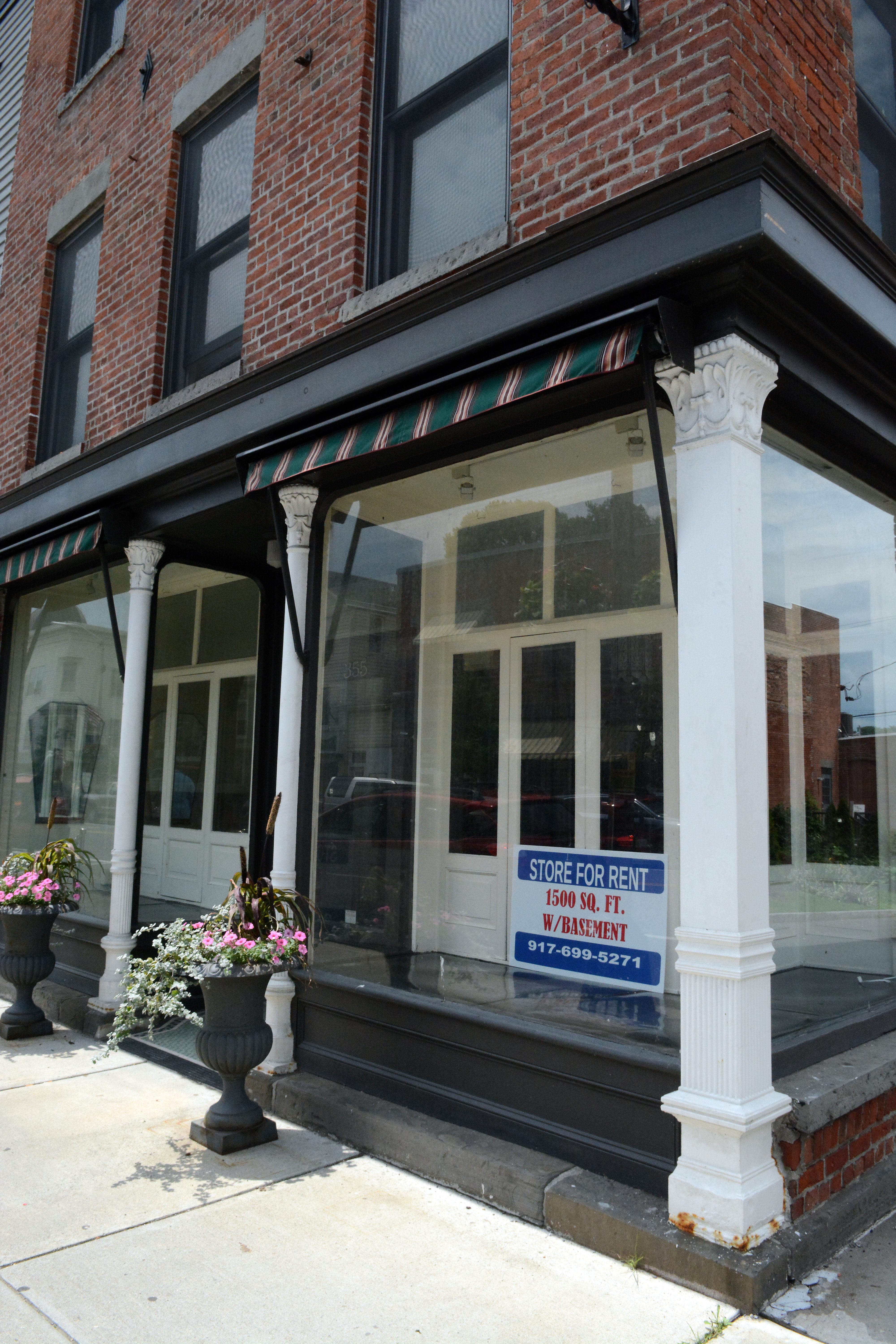store-front-for-lease-downstreet-catskill-ny-invest-in-greene.jpg